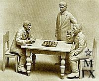 И. М. Абаляев. Игра в шашки. Дер. скульптура