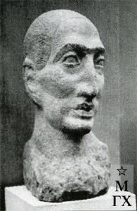 А. А. Арендт. Мужская голова. 1927. Песчаник. В. 50 см.