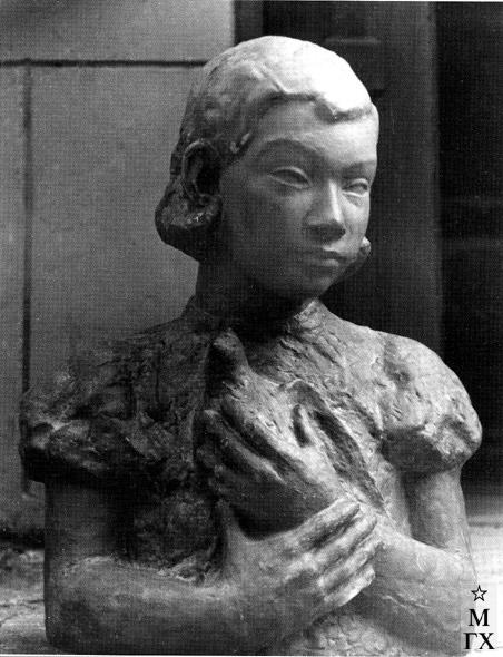 А. А. Арендт. Девочка с птицей. 1937. Бронза.