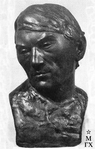 М.Б. Айзенштадт. Портрет художника М.М. Филипповича. Гипс. 56х33х30.