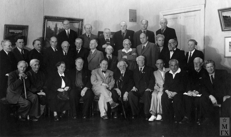Слева направо: 1-й ряд - н/уст., В.В. Крайнев, С.В. Рянгина, н/у, А.М. Герасимов, В.Н. Бакшеев, н/у, Б.Н. Яковлев, Е.А. Кацман, Ф.К. Лехт, Ф.С. Богородский; <br> 2-й ряд - А.М. Нюренберг, С.В. Герасимов, А.Н. Тихомиров, И.Д. Чашников, Н.Я. Белянин, Е.А. Львов, С.М. Луппов, Г.М. Шегаль, н/у, П.П. Соколов-Скаля, н/у, н/у, н/у,; <br> 3-й ряд - н/у, Н. Козлов, В.Н. Перельман, С.Д. Тавасиев, н/у, Н.М. Никонов. 1954 г.