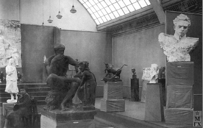 Выставка 4-х скульпторов. 1945. Москва. На переднем плане утраченные работы А. И. Григорьева