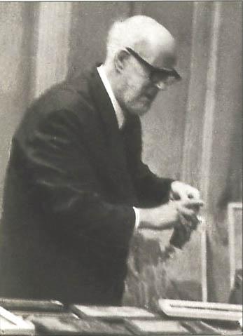 В. В. Каптерев перед открытием выставки.