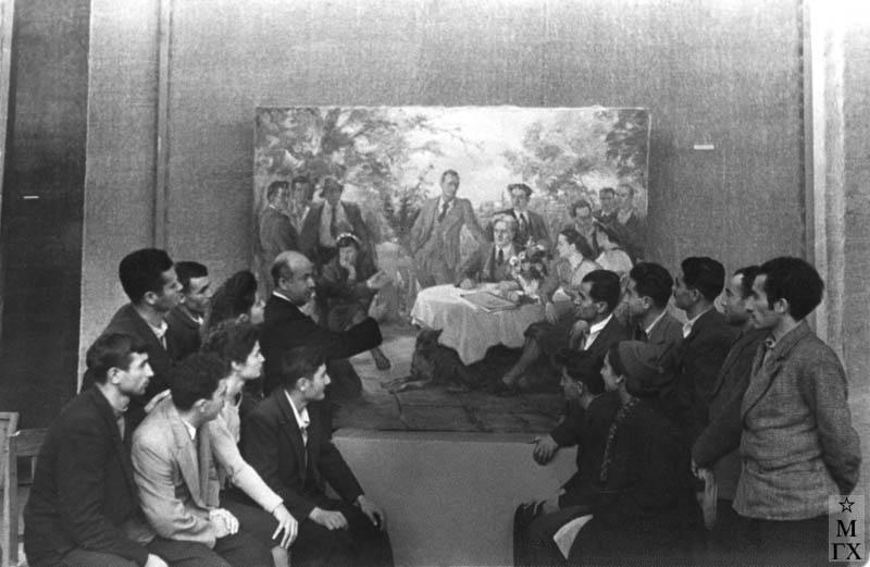 Обсуждение диплома. Слева у картины А. Саркисян, справа Б. Колозян