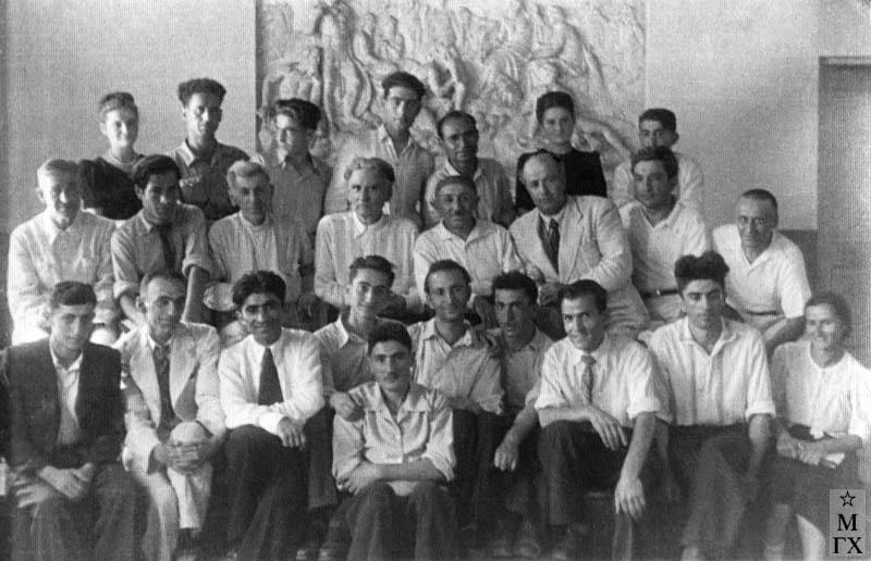 Институт 1949 г. Колозян 3-й справа снизу