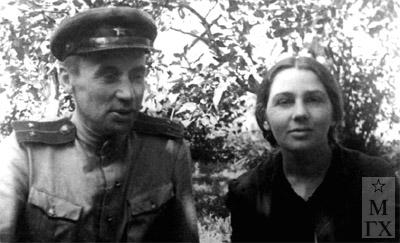 А.А. Коробов с супругой Раисой Анисимовной (умерла в 1953). Май 1945 г.