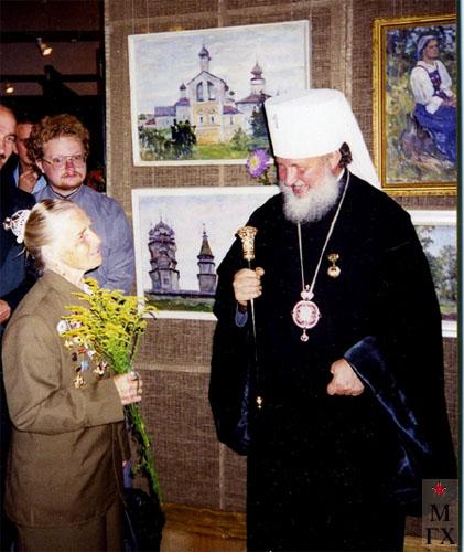 Юбилейная выставка А.А. Коробова. Дорогобуж, 2000 г. Коробова А.П. и Отец Кирилл