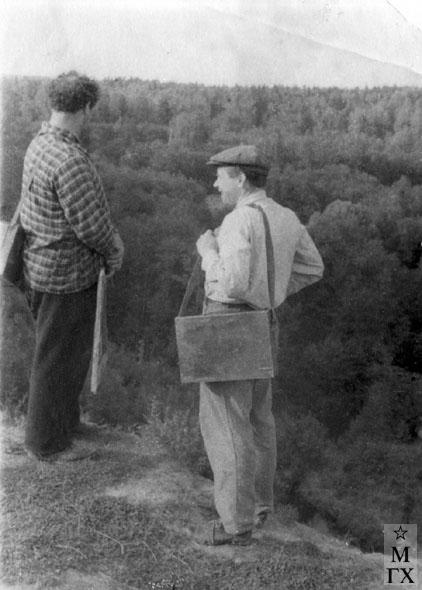 Где работать будем?.. Художники И.М. Казаков и А.А. Коробов. Начало 50-х.