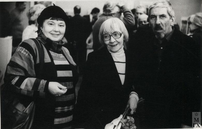 В.А. Орехова с дочерью Мариной на персональной выставке, 1986 г.