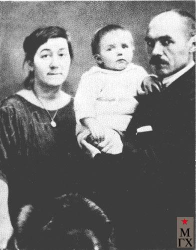 К. С. Петров-Водкин с женой и дочерью. 1923.