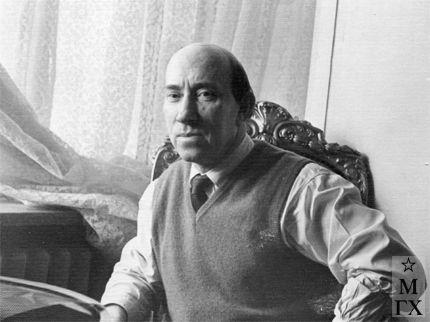 В. В. Почиталов в своей московской квартире.