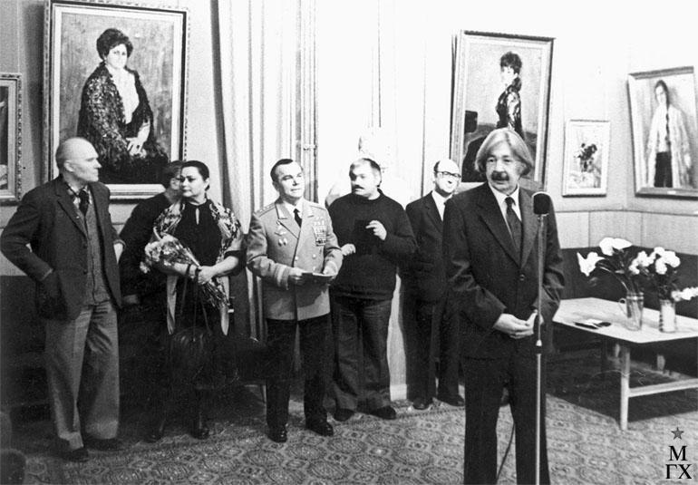 И. В. Радоман на персональной выставке в ЦДЛ. 1978 г.